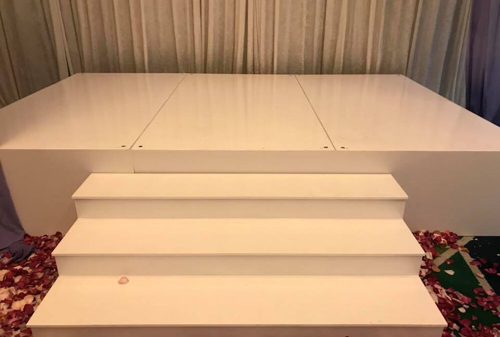 White gloss stage and steps